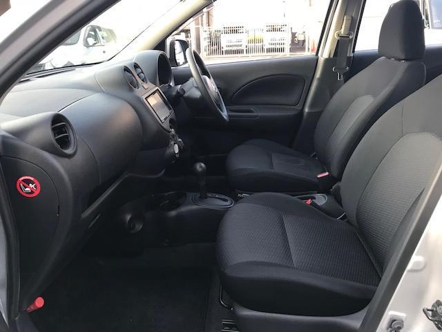 運転席、助手席ともにゆったりスペース!