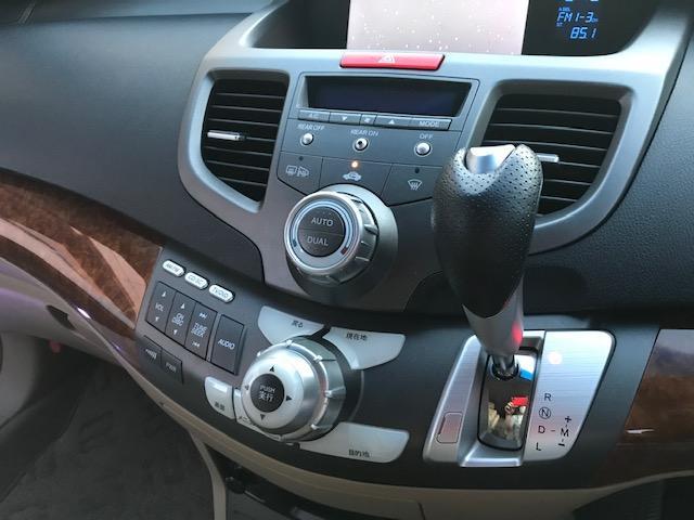 運転席、助手席からでも操作しやすいですよ!!