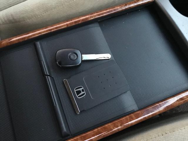 カードキーですので鍵を持ってるだけでドアロックの開け閉めやエンジン始動できます♪