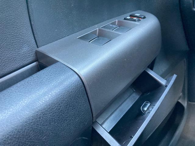 クルーマックス TRDロックウォーリアPKG 新車並行 CARFAX&オートチェック リフトアップ KMCアルミ マッドタイヤ Smittybiltフロント・リアバンパー・サイドステップ ブッシュワーカー オバフェン(30枚目)