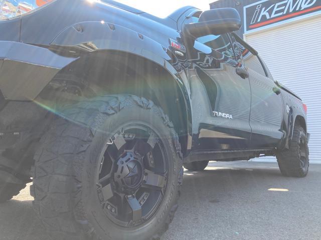クルーマックス TRDロックウォーリアPKG 新車並行 CARFAX&オートチェック リフトアップ KMCアルミ マッドタイヤ Smittybiltフロント・リアバンパー・サイドステップ ブッシュワーカー オバフェン(55枚目)