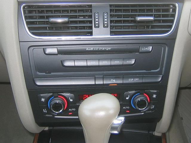 「アウディ」「A4」「ステーションワゴン」「滋賀県」の中古車9