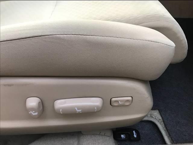 パワーシート搭載で座席の調節が簡単かつ自由自在!