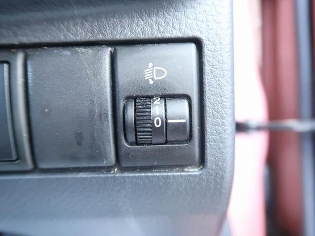 【ヘッドライトレベライザー】ヘッドライトの角度を変えるスイッチです。段階で調整できるので、お好みに合わせてどうぞ♪