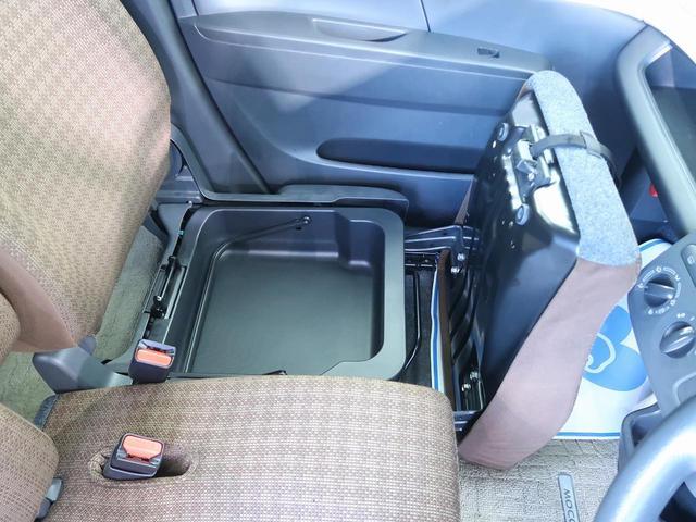 助手席の中にも収納スペースがあり、細かい収納もしっかり容易されていますね♪