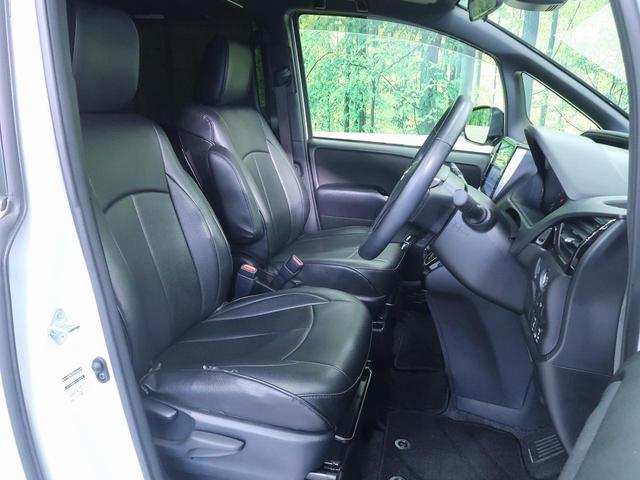 高級感のあるレザー調シートカバーも装着済み!!運転席は視点が高いので見通しが良く、フロントやサイドのガラスも大きくて運転し易いですよ♪