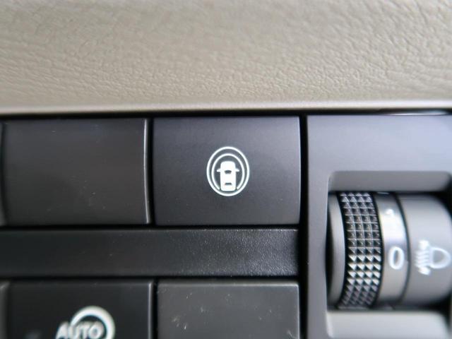 【LDW(車線逸脱警報)】約60km/h〜約100km/hで走行中、前方不注意で車線をはみ出すと判断した場合にブザーとメーター内の表示灯で注意を促します。