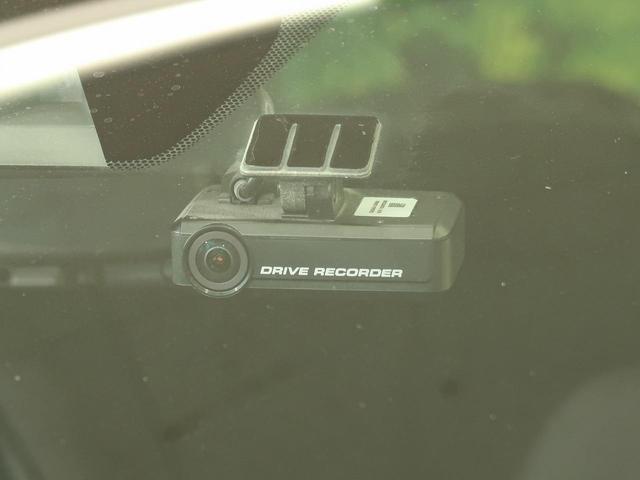 今や定番のドライブレコーダー。事故の記録などを鮮明に残しドライバーに安心安全を与えます。