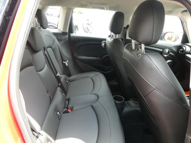 クーパー ペッパーPKG ストリートスタイル ユニオンジャックデザインLEDテール ナビゲーションPKG ドライビングアシスト 前席シートヒーター 衝突軽減ブレーキ キーフリー Bluetooth 禁煙車(11枚目)