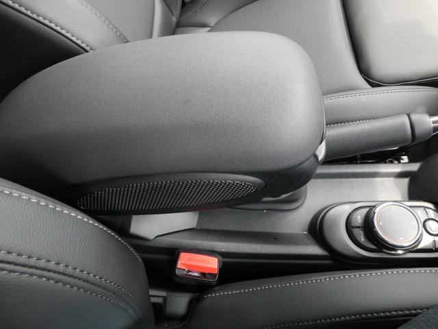 クーパー ペッパーPKG ストリートスタイル ユニオンジャックデザインLEDテール ナビゲーションPKG ドライビングアシスト 前席シートヒーター 衝突軽減ブレーキ キーフリー Bluetooth 禁煙車(27枚目)