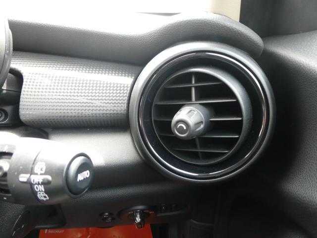 クーパー ペッパーPKG ストリートスタイル ユニオンジャックデザインLEDテール ナビゲーションPKG ドライビングアシスト 前席シートヒーター 衝突軽減ブレーキ キーフリー Bluetooth 禁煙車(50枚目)