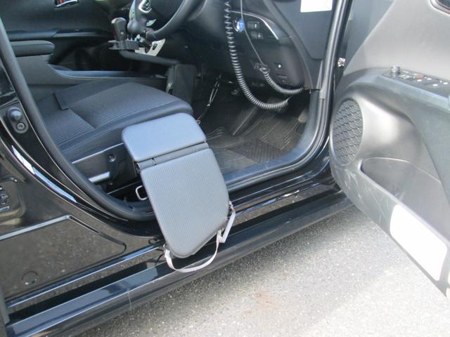 移乗ボード。車いすからシートの乗り移りをサポートします