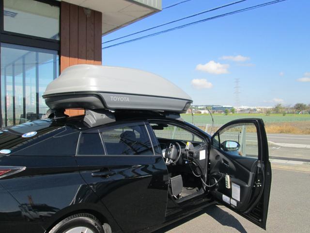 車いすはボディー保護のプロテクターとともに、ユニット内に収まります