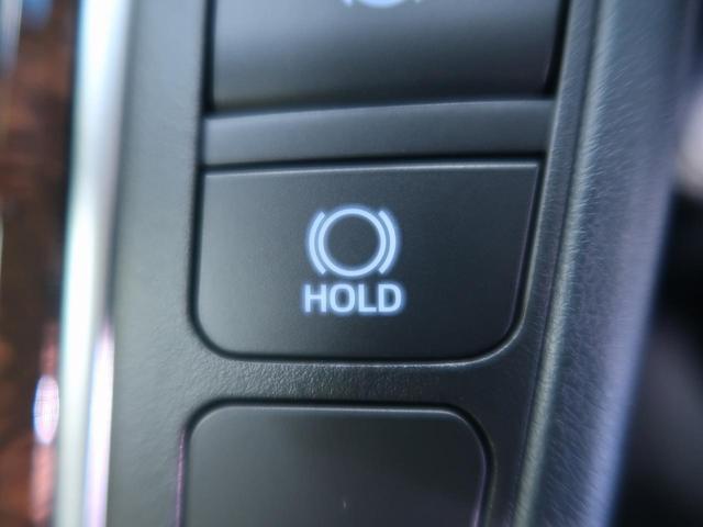 【ブレーキホールド】、信号待ちなどで停止したときに自動的にブレーキがかかった状態になります!もう一度アクセルを踏むとブレーキは解除されます!