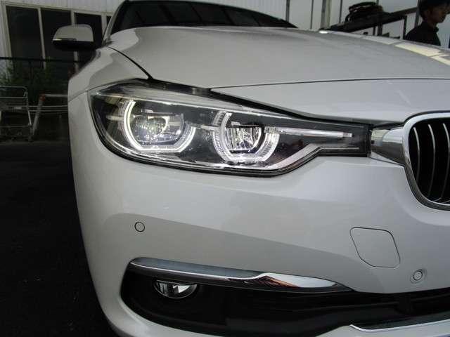 BMWのコックピットは、常にドライバーを中心としたデザインがなされ、よりストレスの無い快適なドライブを提供してくれます。