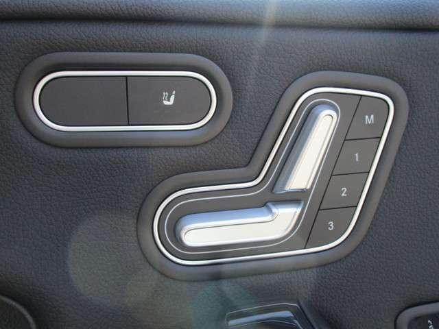 電動シートでシートポジションの微調整が可能!シートヒーターもあります!