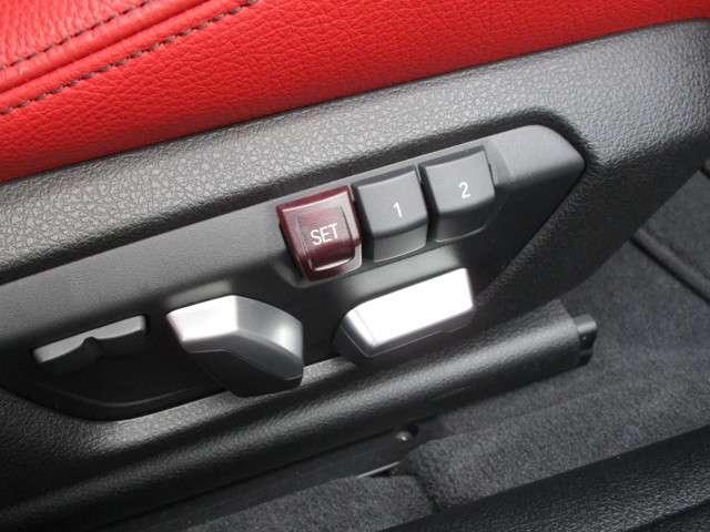 運転席はメモリー付きパワーシートです。設定したシートポジションをスイッチ一つで呼び戻せます!