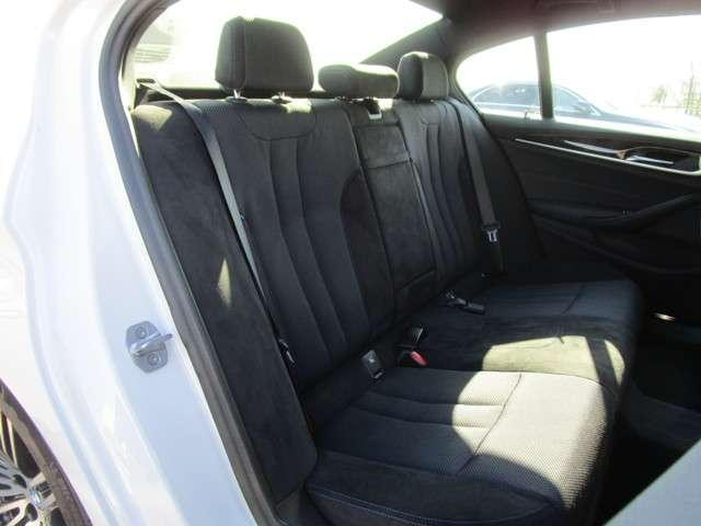 5シリーズは後部座席も十分なスペースです!