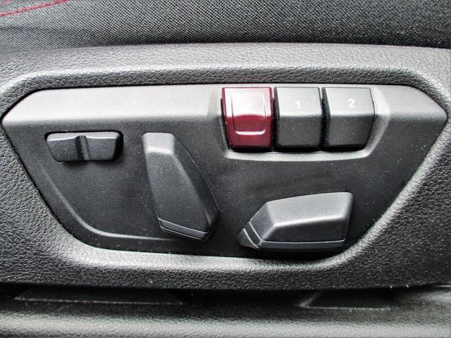 運転席には2パターンメモリー付パワーシートを装備
