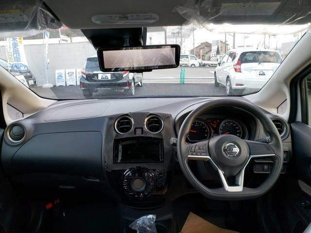 X 登録済未使用車/アラビュー/エマージェンシーブレーキ(3枚目)