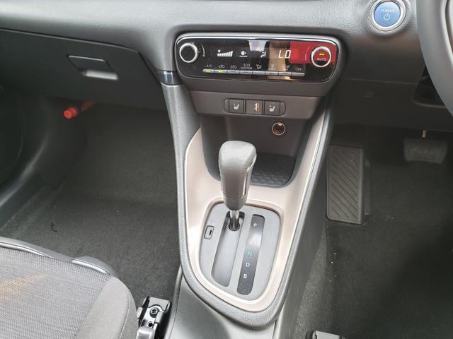 ハイブリッドZ トヨタセーフティセンス ディスプレイオーディオ パノラミックビュー 3灯LEDライト オートハイビーム 誤発進抑制 クルコン 先行車発進通知 キーフリー プッシュスタート ステアリングスイッチ(9枚目)