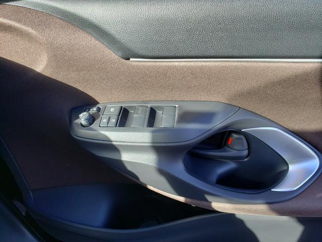 Z 登録済未使用車 トヨタセーフティーセンス ルーフレール 8インチディスプレイオーディオ 6スピーカー 運転席パワーシート バニティランプ シートヒーター LED(39枚目)