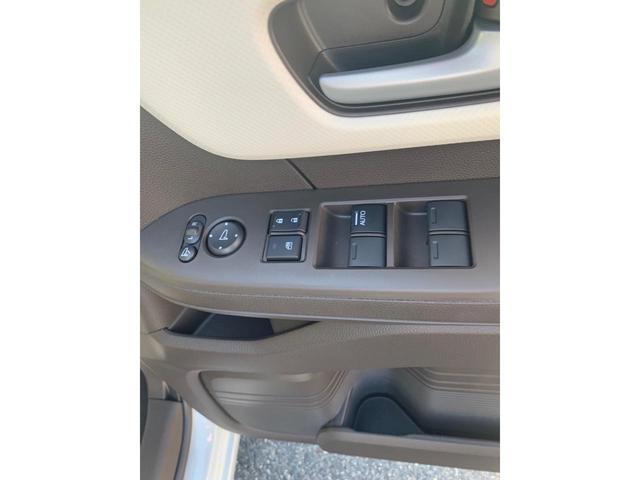 L 届出済未使用車 オーディオレス 安全装置 両側パワスラ オートクルーズ バックカメラ シートヒーター スマートキー プッシュスタート(24枚目)