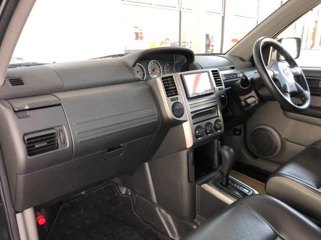 X ワンオーナー・4WD・革シート・シートヒーター・社外HDDナビ・DVD再生・純正17インチAW・ETC・革巻きハンドル・電格ミラー・フロントフォグライト・ヘッドライトレベライザー・純正フロアマット(11枚目)