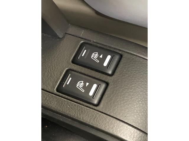 X ワンオーナー・4WD・革シート・シートヒーター・社外HDDナビ・DVD再生・純正17インチAW・ETC・革巻きハンドル・電格ミラー・フロントフォグライト・ヘッドライトレベライザー・純正フロアマット(17枚目)