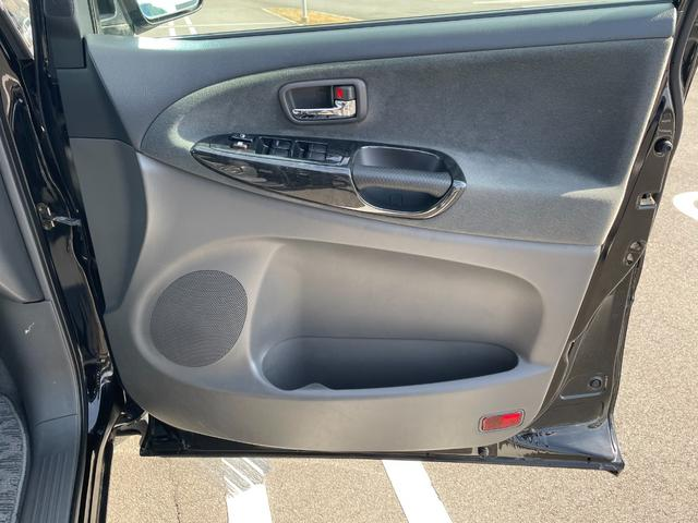 運転席側ドア内張です。
