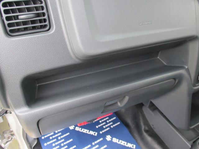 助手席側の収納スペース