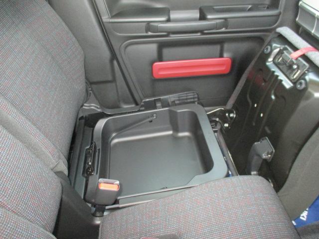 助手席下の便利な収納ボックス