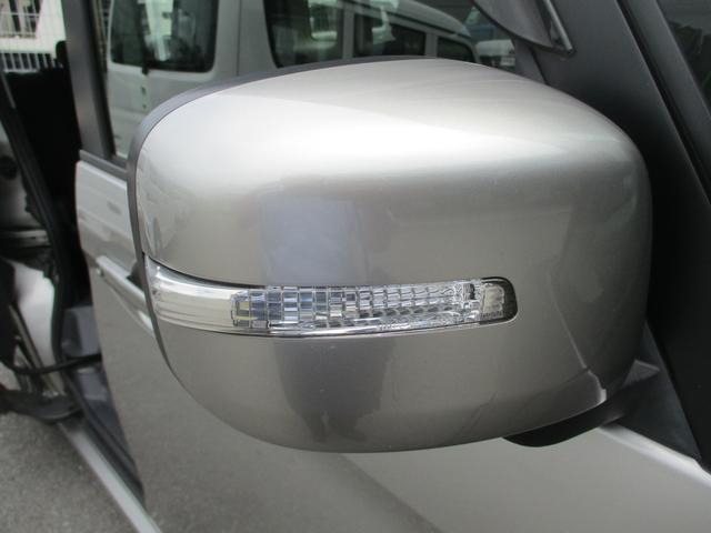 電動格納ミラーです。LEDシグナルランプ付き。