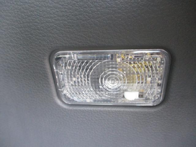 電灯がトランク右横にあります。