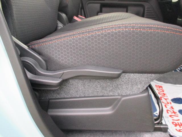 運転席の高さを調整できるシートリフター機能付です