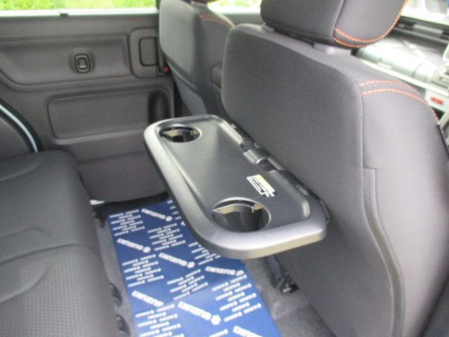 運転席後部にはターンテーブルを装備