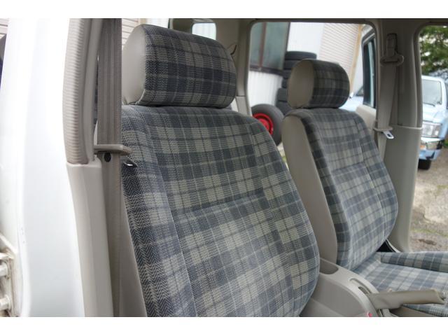 【シート】チェック柄のシートがお洒落な内装です♪シミ・汚れなどなくとてもキレイな状態です!