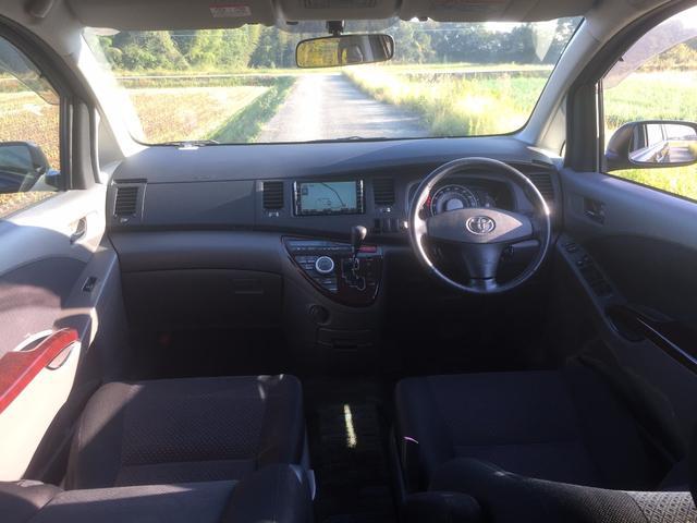 トヨタ アイシス プラタナGエディション 両側電動ドア1オーナー後席モニター