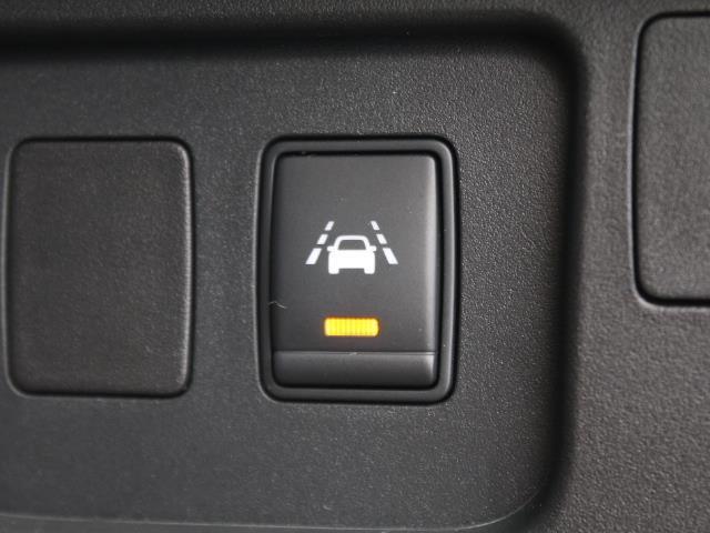 車線逸脱を警告してくれます!車線のはみ出しや車のふらつきによる事故を回避できます☆
