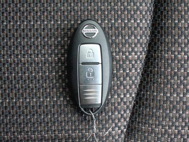 スマートキーです☆鍵の開錠・施錠はボタンひとつ!ポケットやカバンに入れたままでエンジンをかけることができます♪