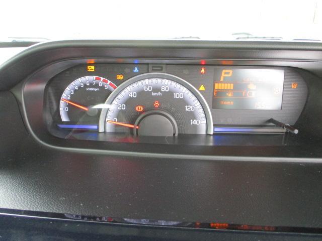 センターメーターと運転席前には表示板のポップアップで