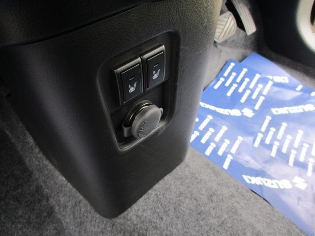 運転席・助手席シートヒーター付。