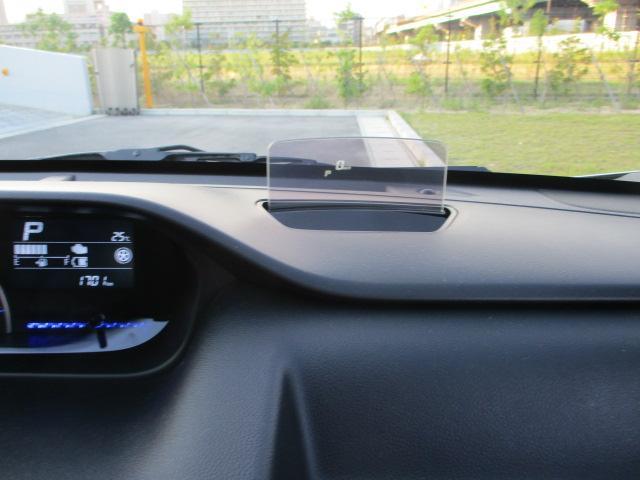 運転席前にはポップアップでメーター表示が出ます。