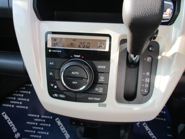 オートエアコン付、エアコン縁のベージュ色もこのグレードの特徴です。