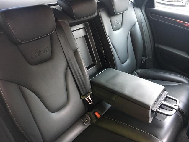 アウディ アウディ S4アバント クワトロ 3Lスーパーチャージャー V6 社外マフラー 左H