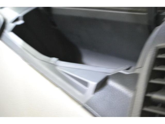 助手席側ダッシュボードの収納は大きくて便利です!