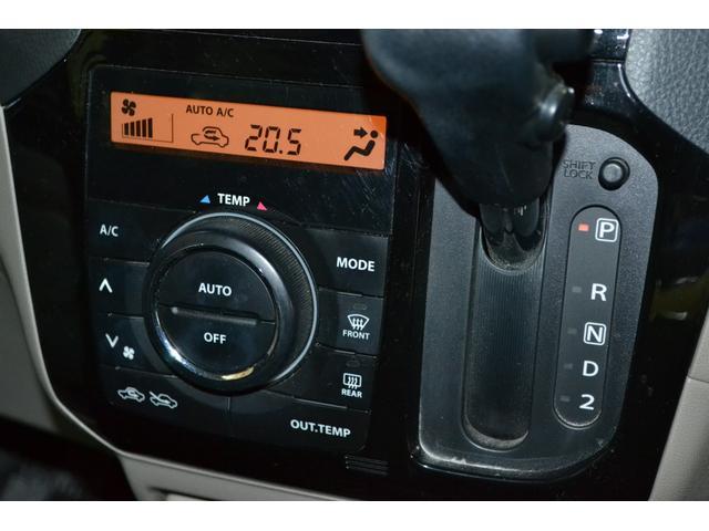 外気温も確認できるオートエアコン装備です☆