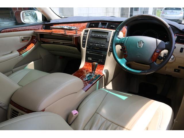 ロイヤルサルーン スピンドルエアロ RS-R車高調 社外アルミホイール HIDヘッドライト ETC レザー調シートカバー CD スマートキー パワーシート エアバック ABS 電動格納ミラー(3枚目)