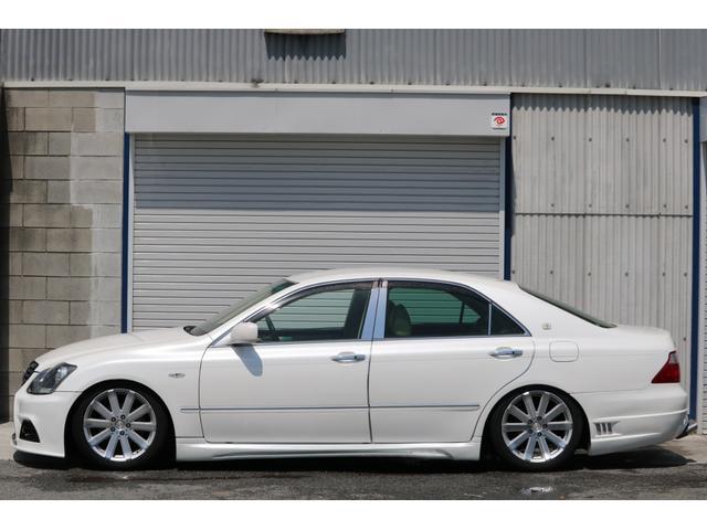 ロイヤルサルーン スピンドルエアロ RS-R車高調 社外アルミホイール HIDヘッドライト ETC レザー調シートカバー CD スマートキー パワーシート エアバック ABS 電動格納ミラー(4枚目)