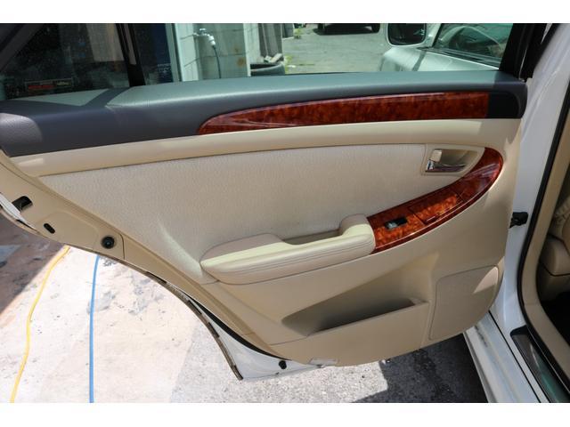 ロイヤルサルーン スピンドルエアロ RS-R車高調 社外アルミホイール HIDヘッドライト ETC レザー調シートカバー CD スマートキー パワーシート エアバック ABS 電動格納ミラー(42枚目)